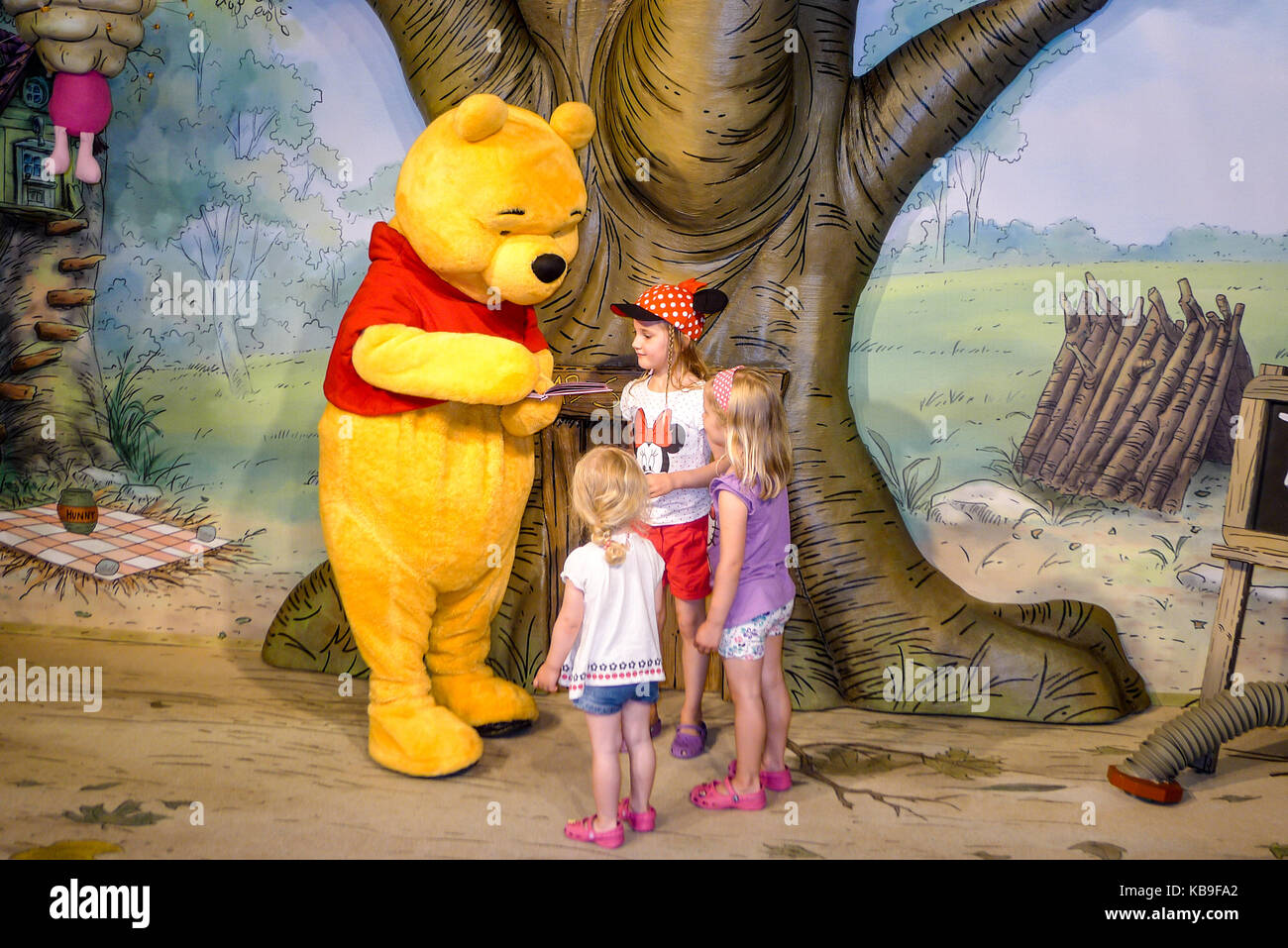 Winnie The Pooh Forest Background: Christopher Milne Stock Photos & Christopher Milne Stock