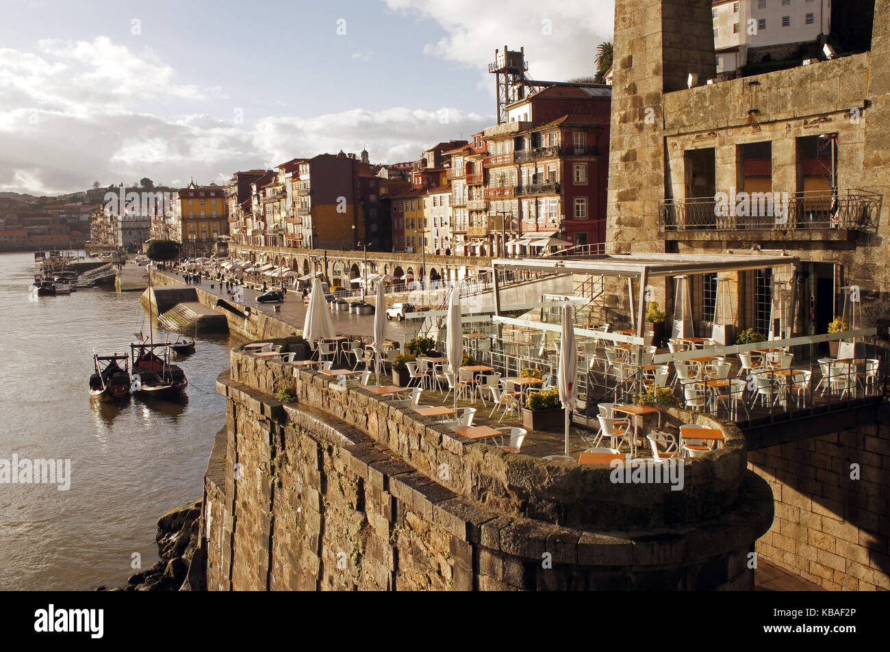 Cafeteries, bars and restaurants next to Ponte Dom Luís I (King Luis I Bridge) over the Duoro river constructed - Stock Image
