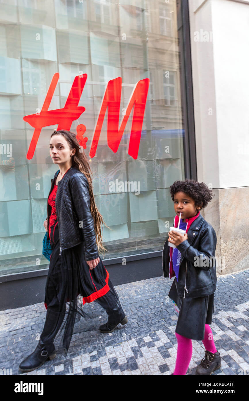 Old Town, Prague, Czech Republic Tourists i front of H&M store - Stock Image