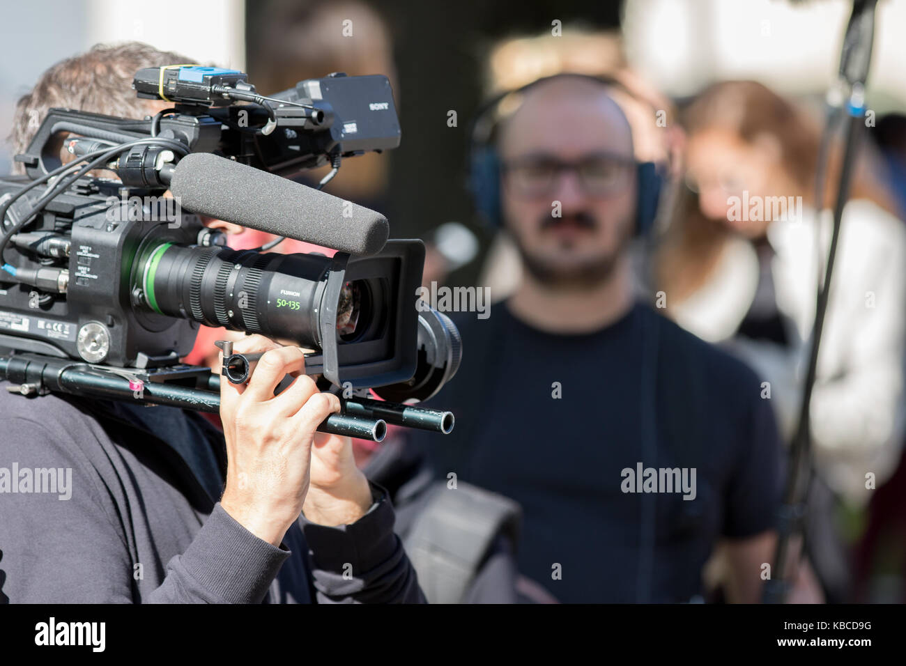 Milan, Italy - September 22, 2017: cameraman at work during the Armani parade, photographed on the street - Stock Image