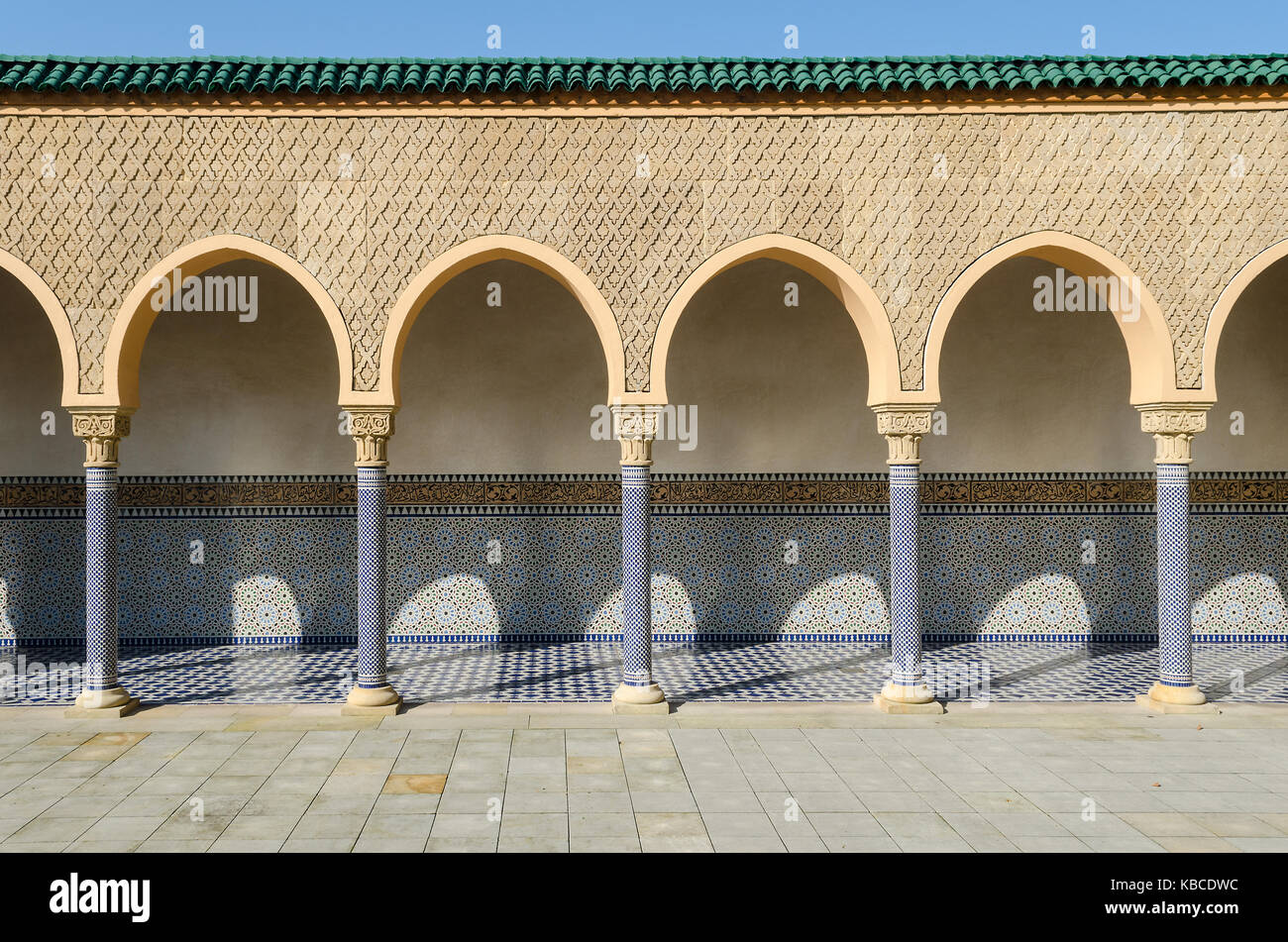 old arabic architecture with portico arcade colonnade - Stock Image