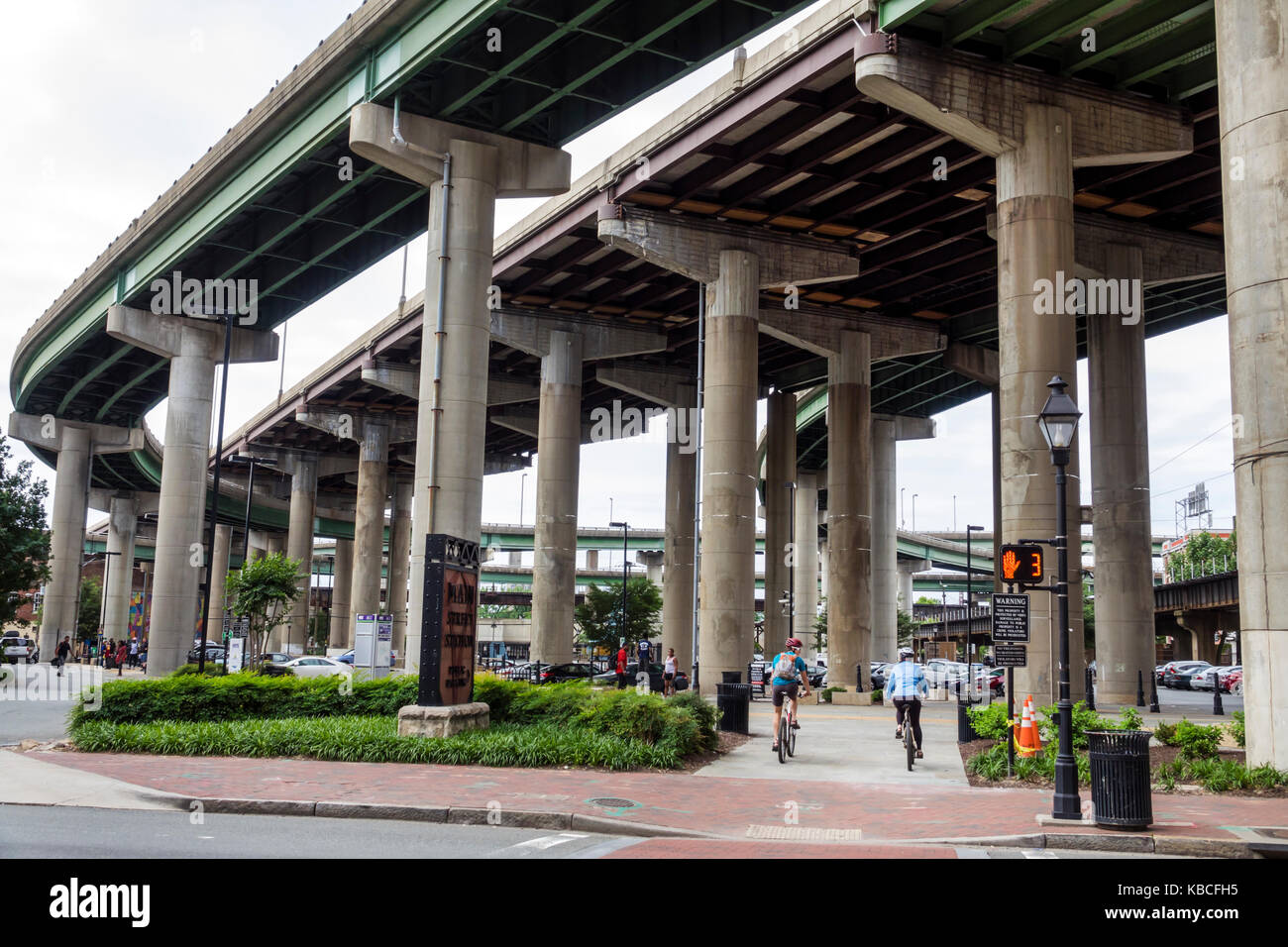 Richmond Virginia downtown Interstate I-95 highway overpass flyover - Stock Image