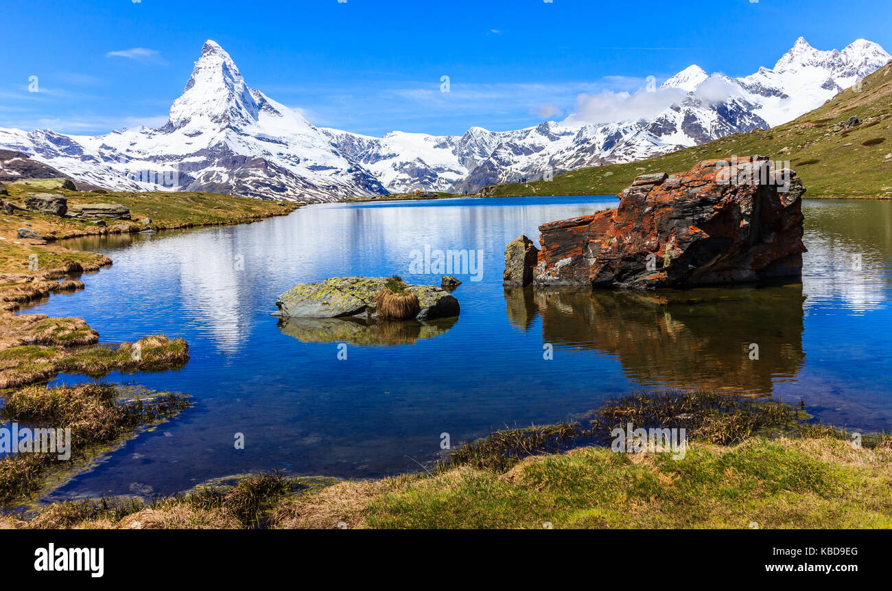 Beautiful panoramic summer view of the Stellisee lake with reflection of the iconic Matterhorn (Monte Cervino, Mont - Stock Image