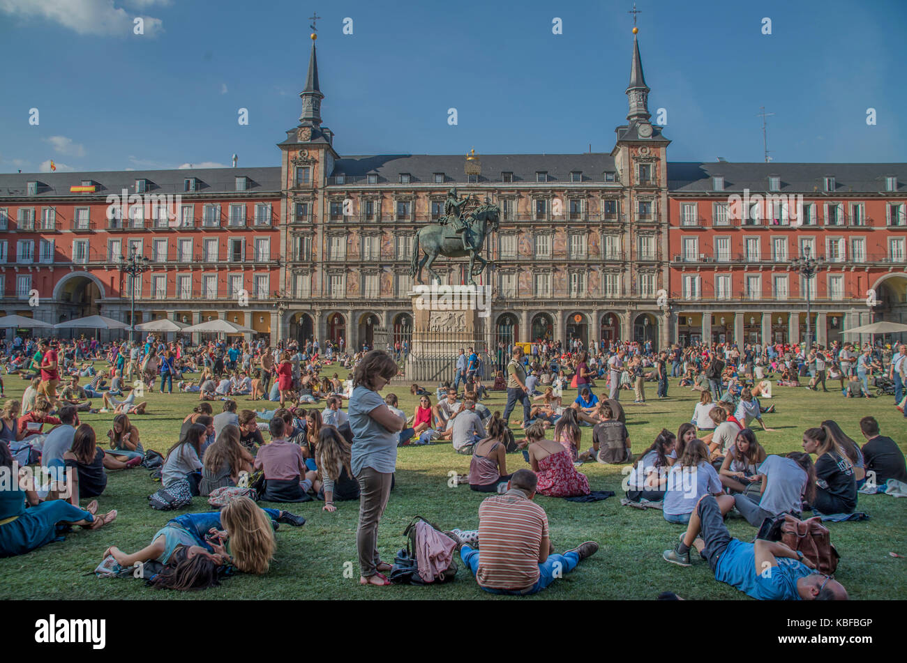 Madrid, Spain. 29th September, 2017. An artistic urban installation covers the Spanish Plaza Mayor with grass to Stock Photo