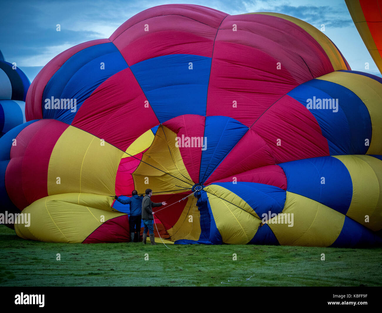 York, UK. 30th September, 2017. A mass balloon launch took place at sunrise from York Knavesmire as part of the - Stock Image