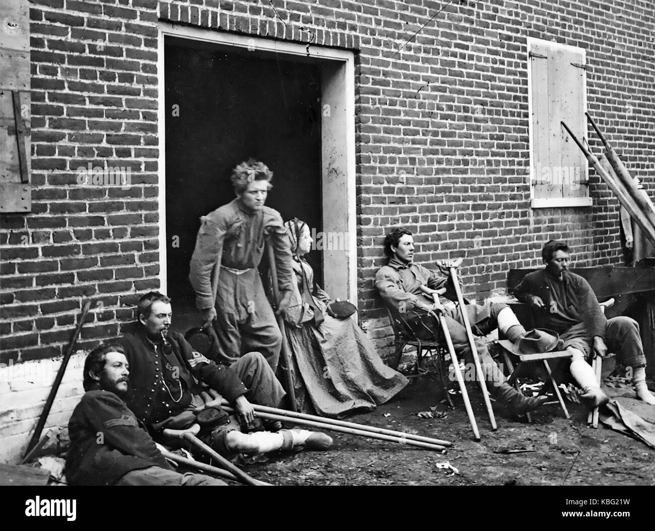 BATTLE OF FREDERICKSBURG 11-15 December 1862. Wounded Union soldiers at a temporary hospital. - Stock Image