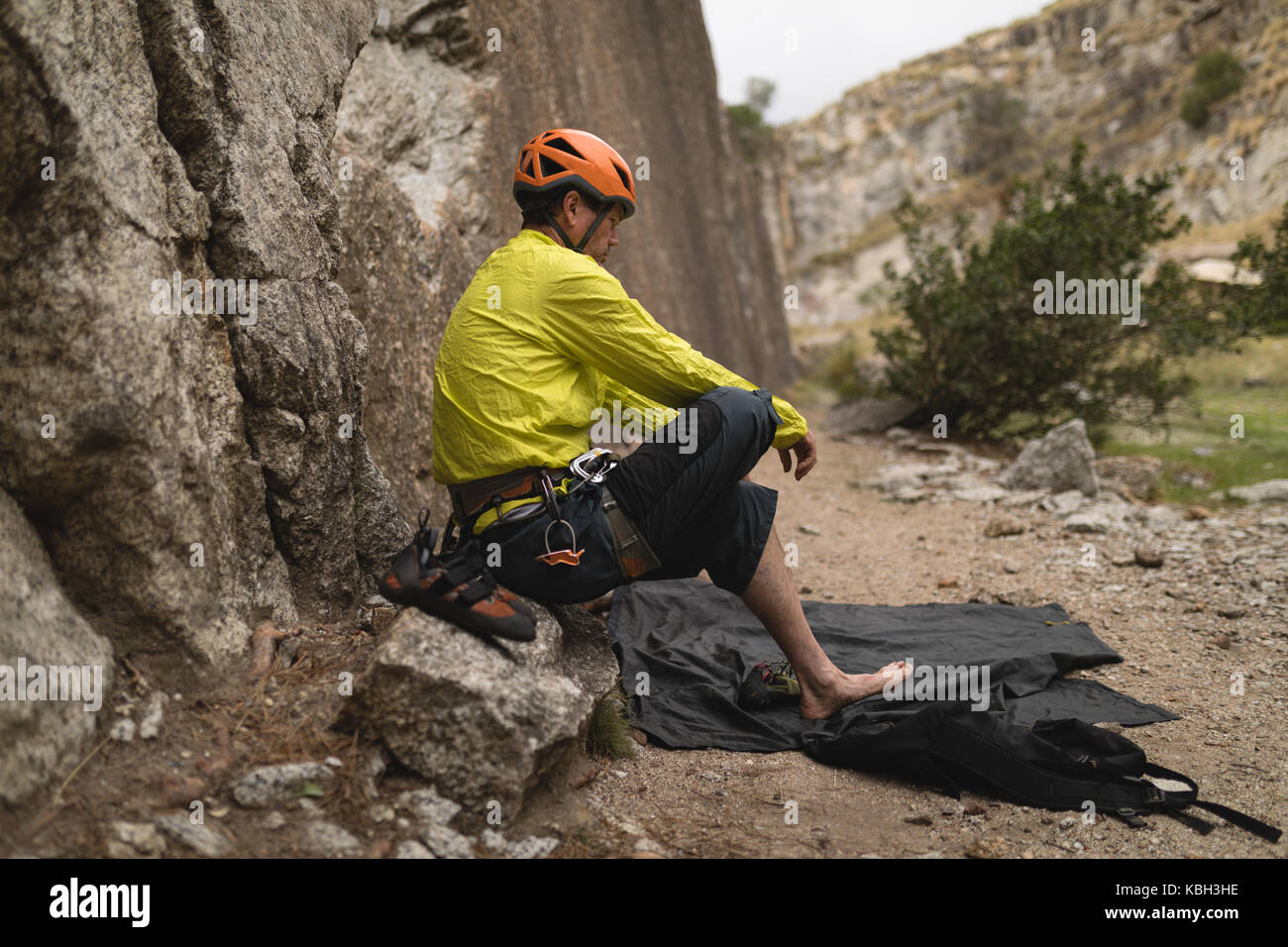 Determined man preparing for mountaineering - Stock Image