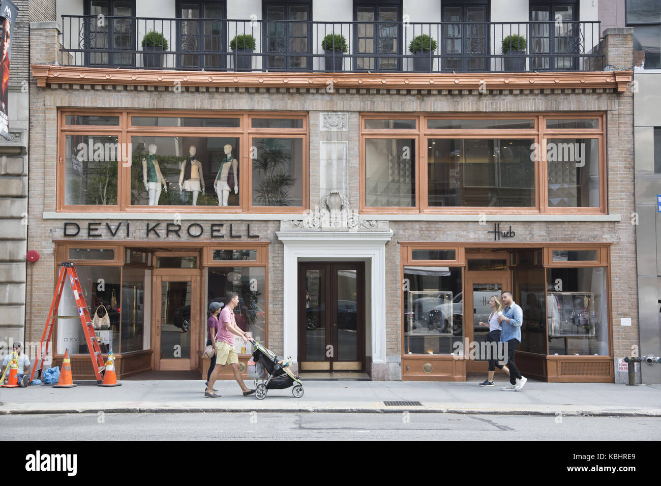 High end fashion boutiques along Madison Avenue on the Upper East Side, Manhattan, New York City. - Stock Image