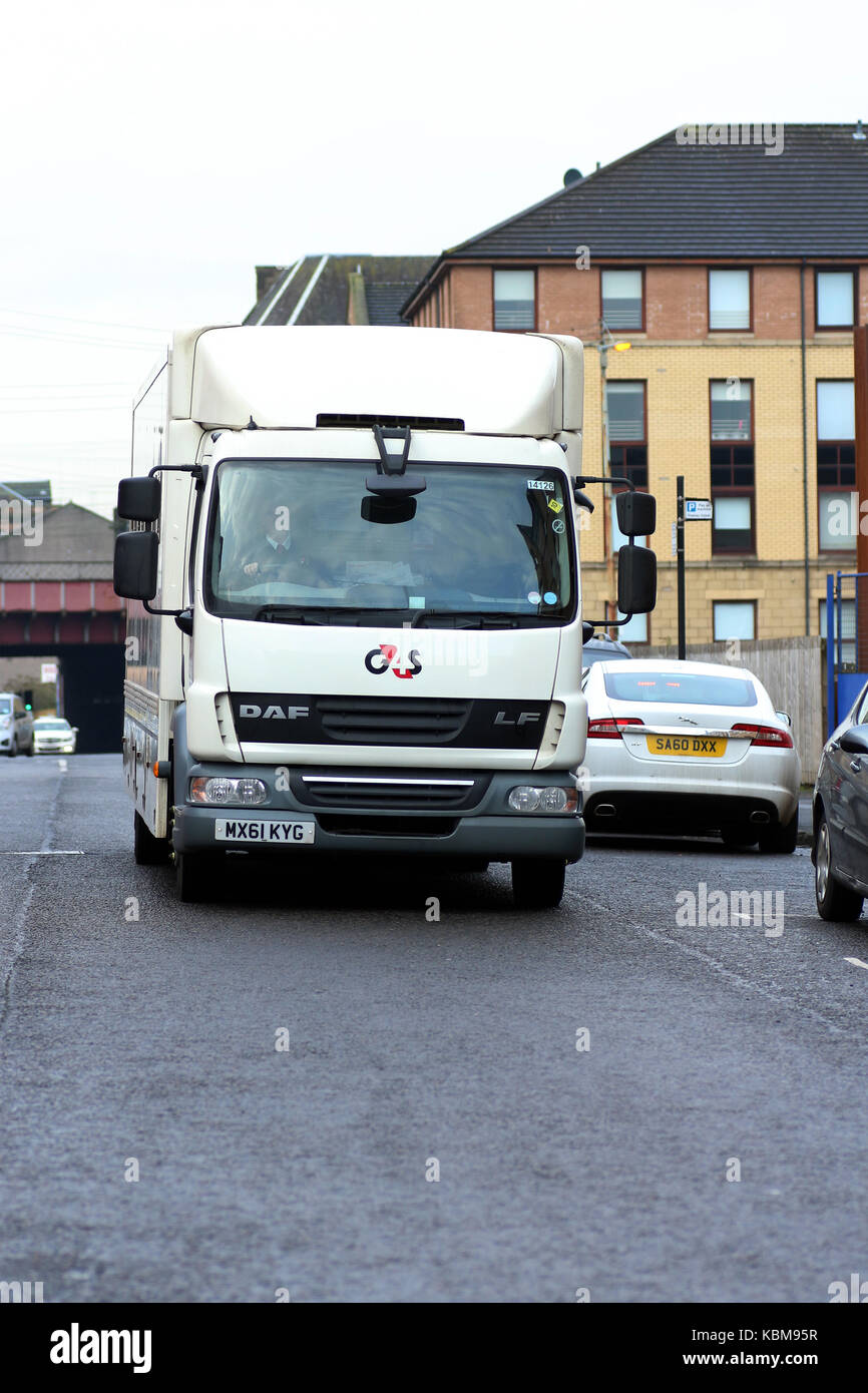 G4S custody van approaching Glasgow Sheriff Court and Justice of the Peace Court, Carlton Place, Glasgow, Scotland - Stock Image