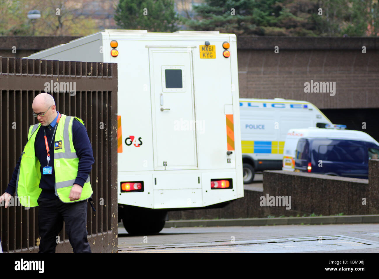 G4S custody van entering the yard at Glasgow Sheriff Court and Justice of the Peace Court, Carlton Place, Glasgow, - Stock Image