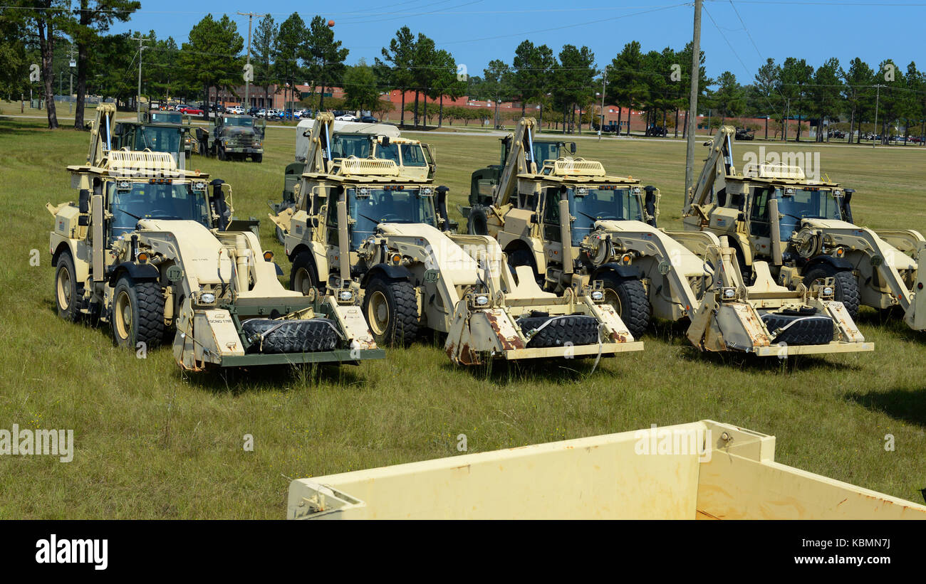 U.S. Soldiers assigned to the 178th Engineer Battalion, South Carolina Army National Guard, stage heavy equipment for transport to Puerto Rico Stock Photo