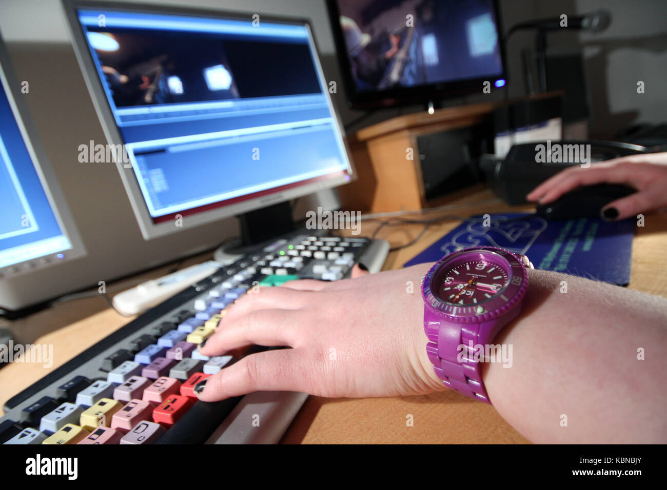 editor working on movie rushes - Stock Image