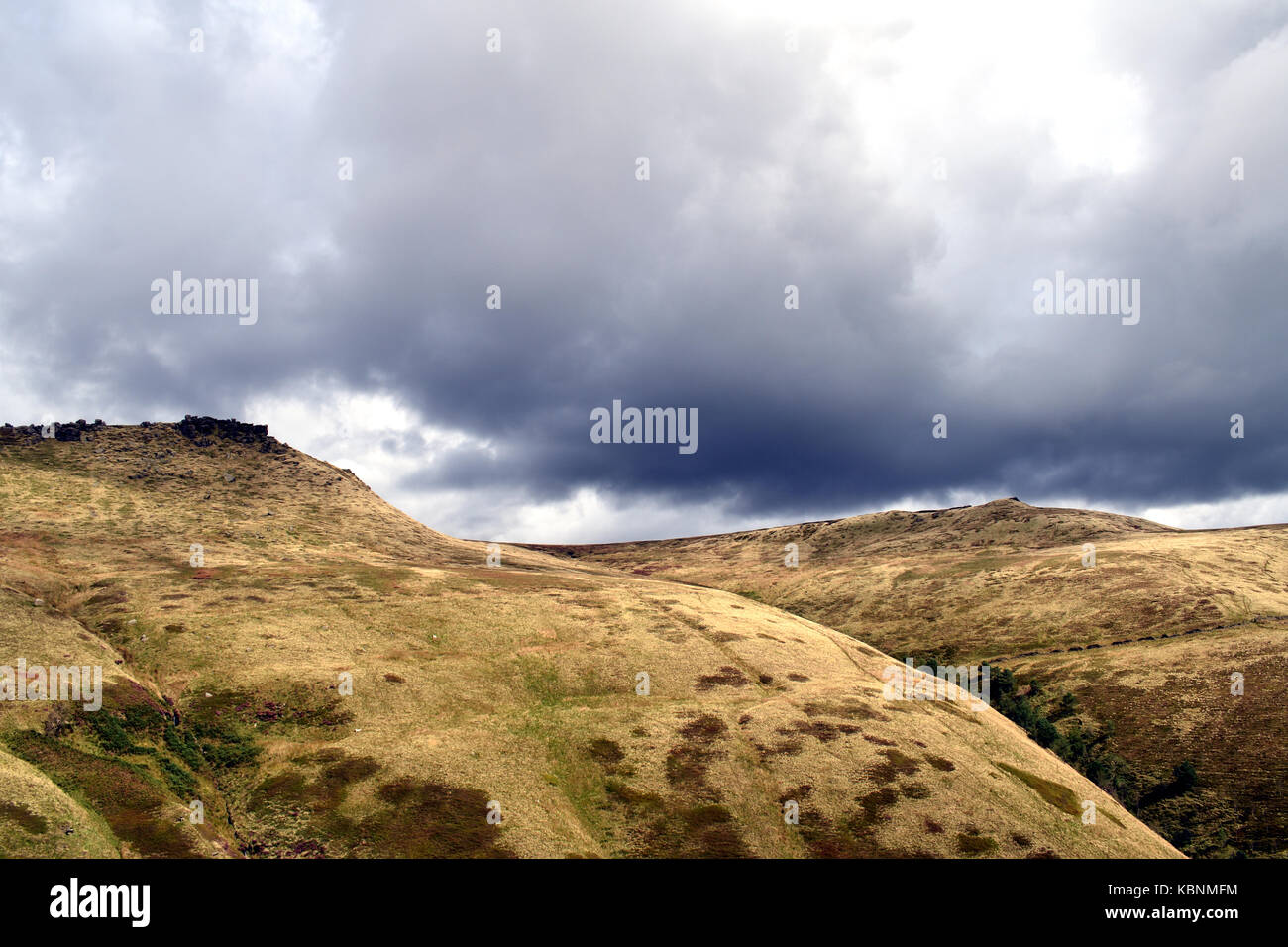 The edge of the Kinder Scout plateau from the climb up to Kinder Scout on the Pennine Way - Stock Image