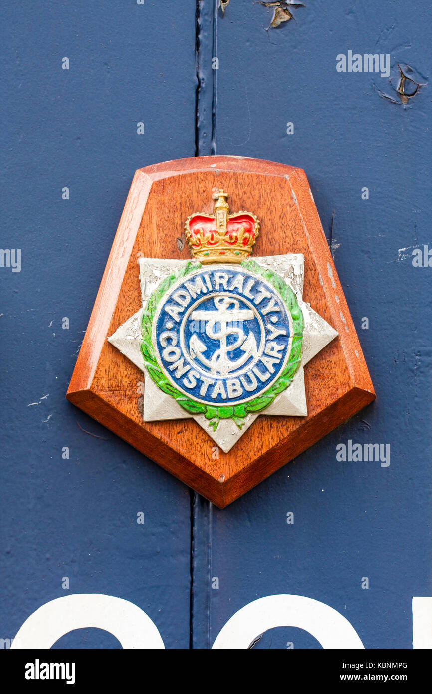 England, Chatham. Badge of the admiralty constabulary on blue painted wooden panel. Icon is rope and anchor. Military - Stock Image