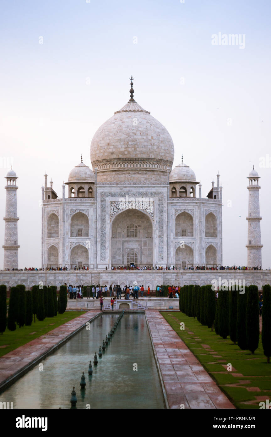 Taj Mahal at Sunset with huge crowd in front of it - Stock Image