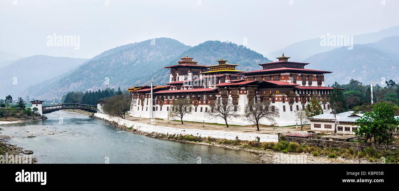 Punakha Dzong in Winter, Bhutan - Punakha Dzong or Pungthang Dewachen Phodrang (Palace of Great Happiness) in Punakha, - Stock Image