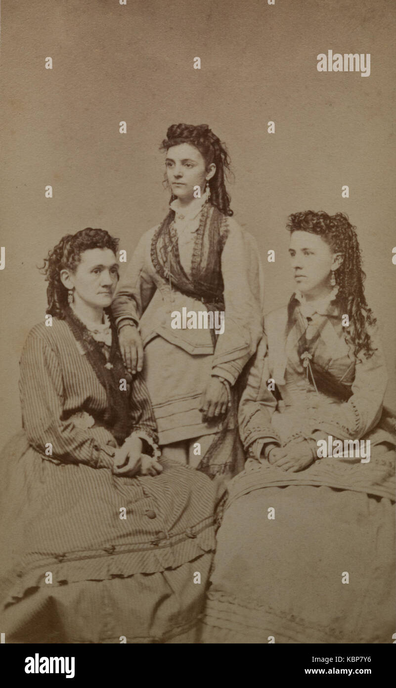 American archive monochrome studio portrait photograph of three sisters, named as  Jennie, Matilda and Elizabeth - Stock Image