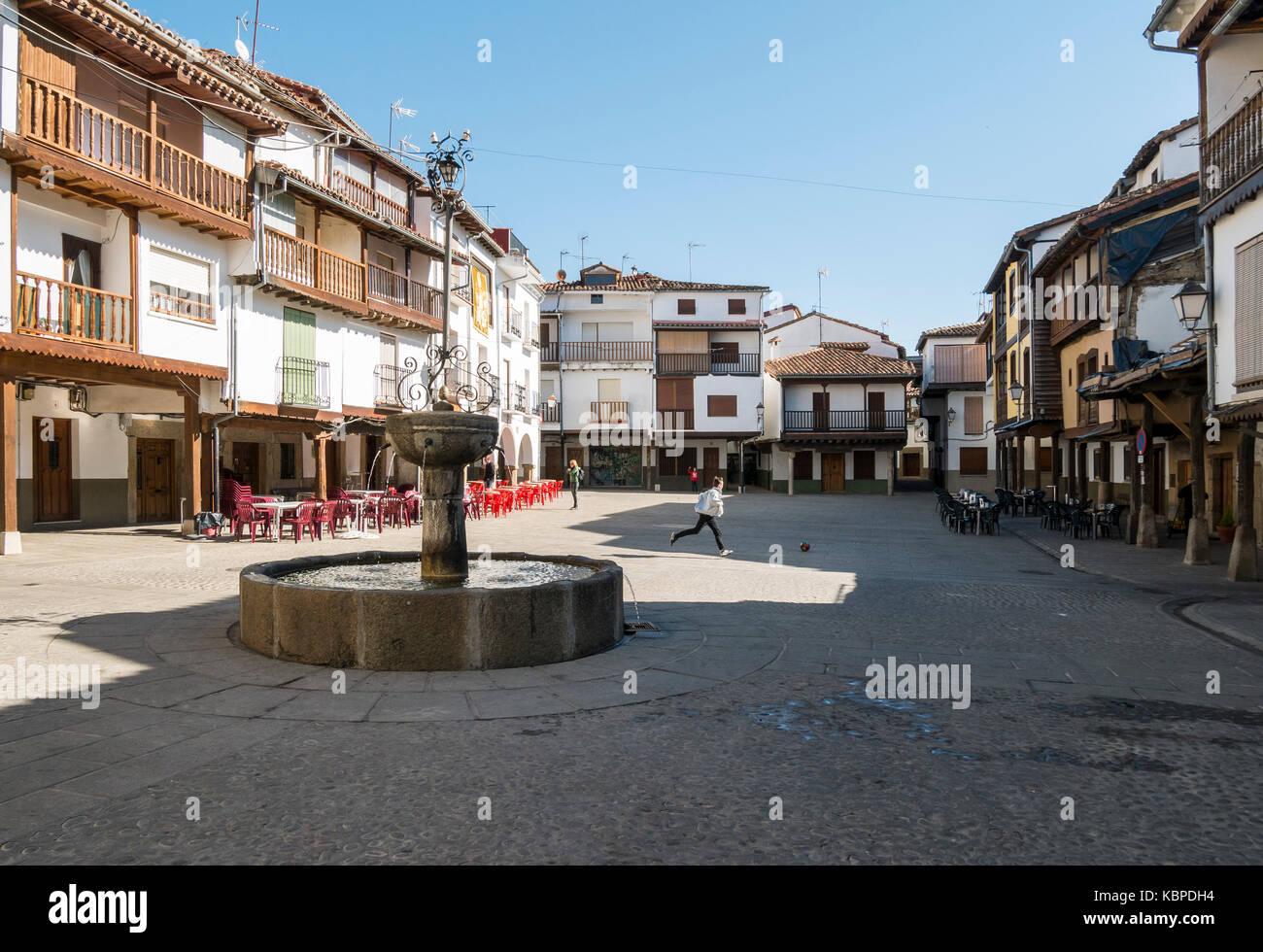 Plaza del escultor Aniceto Marinas. Villanueva de la Vera. Cáceres. Extremadura. España - Stock Image