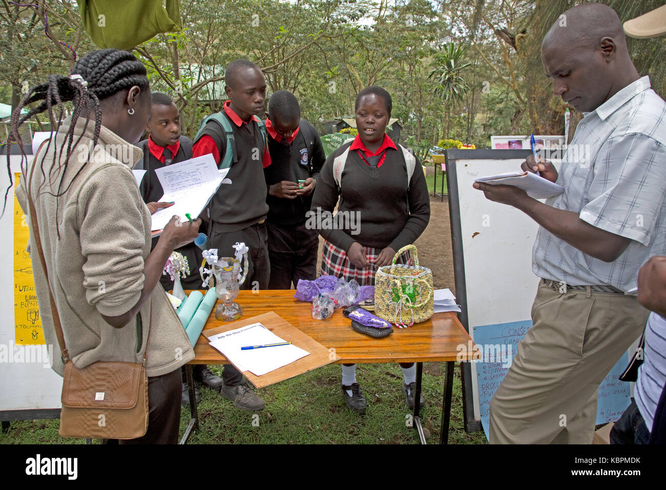Judging school environmental project making baskets waste plastic bags CES open day 2017 Kenya - Stock Image