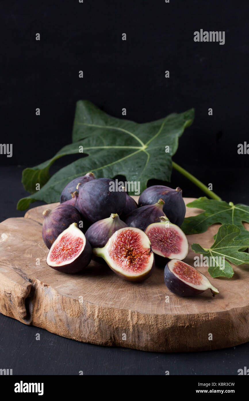 figs on a wooden plate - Stock Image