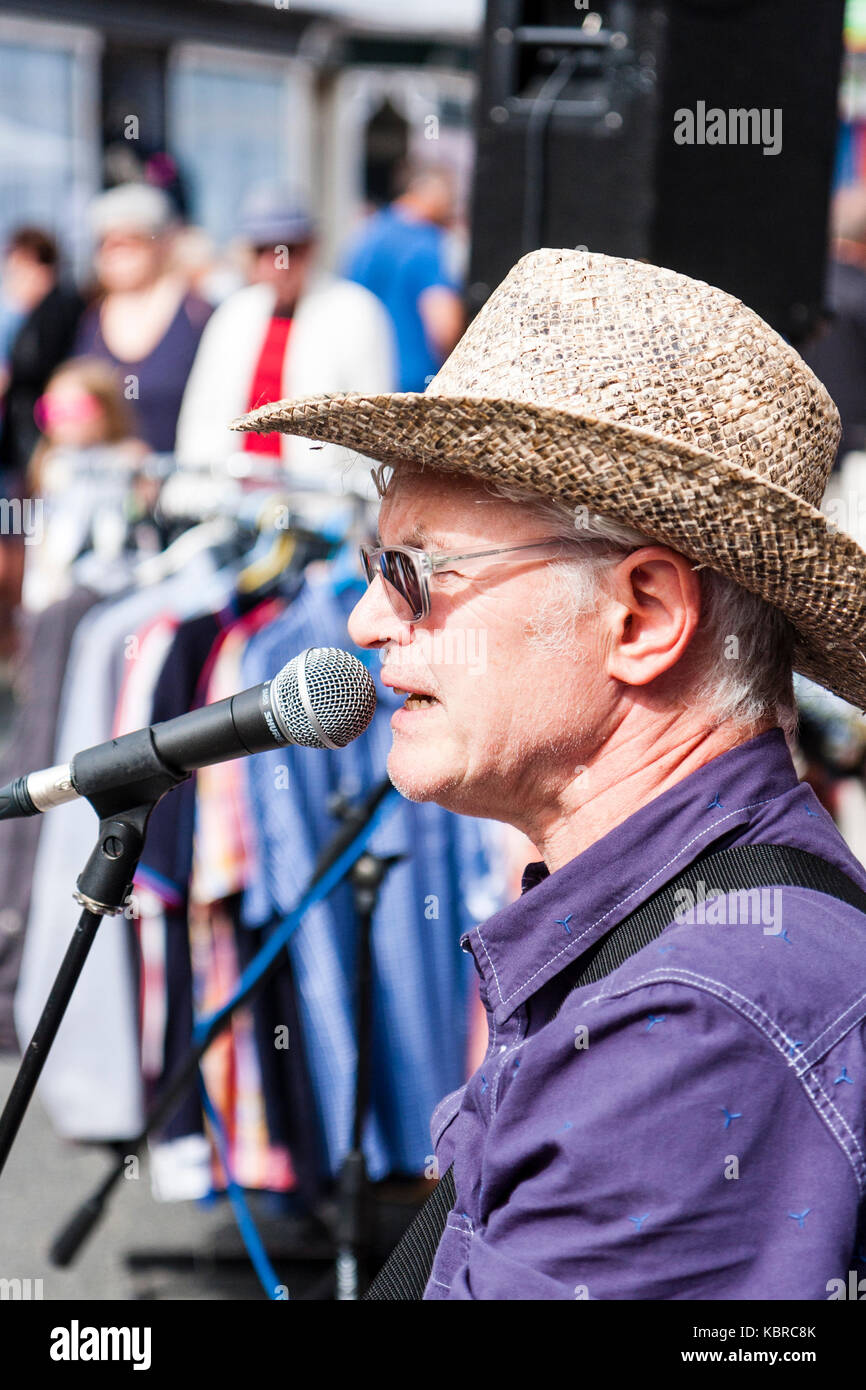 England, Ramsgate. Skiffle musical group, High Chaparrals performing during the Addington street fair.  Lead singer - Stock Image