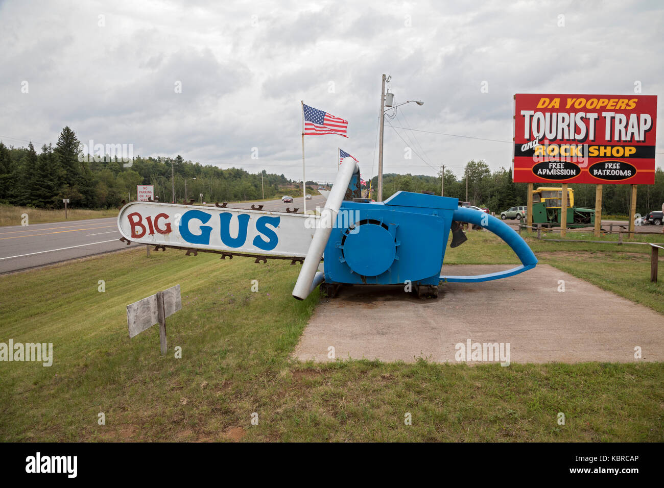 """Ishpeming, Michigan - """"Big Gus,"""" said to be the world's largest chainsaw, at Da Yoopers Tourist Trap. The attraction Stock Photo"""
