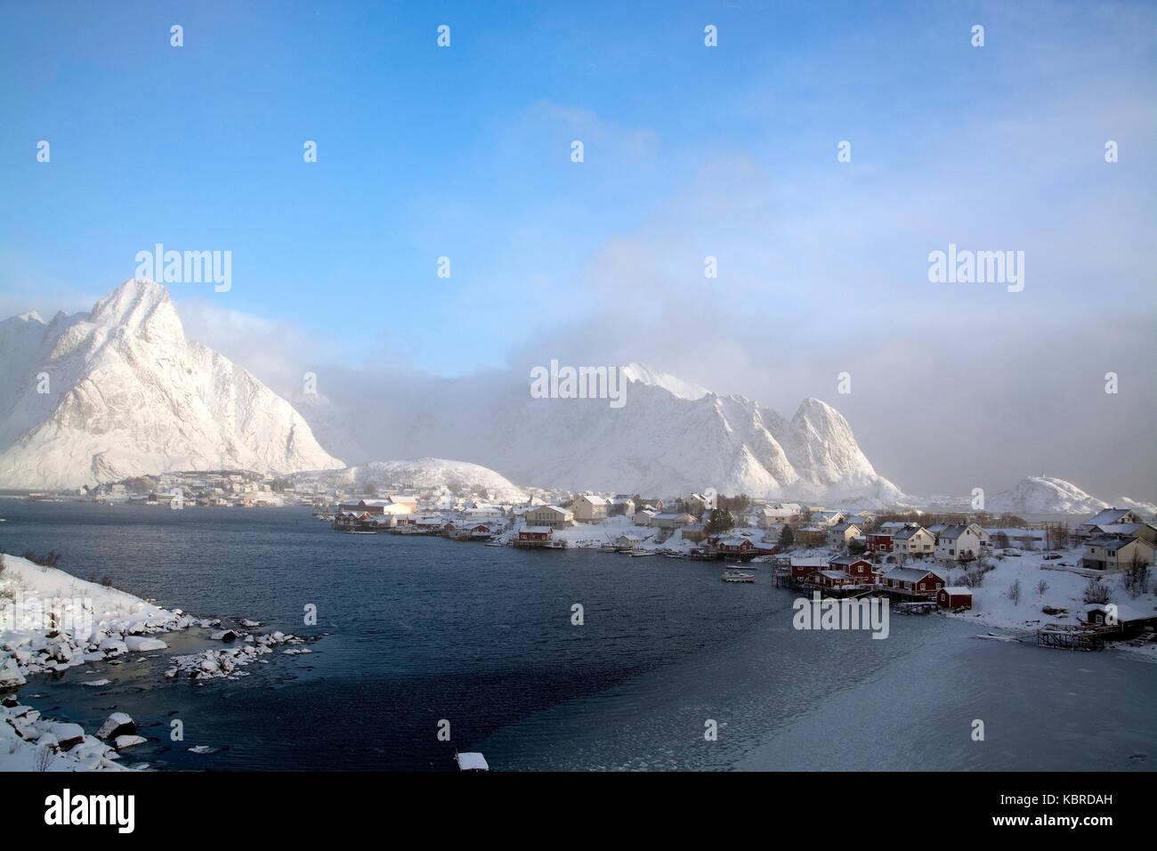 In the morning on the Lofoten in the town pure in Norway., Morgens auf den Lofoten an der Stadt Reine in Norwegen. - Stock Image