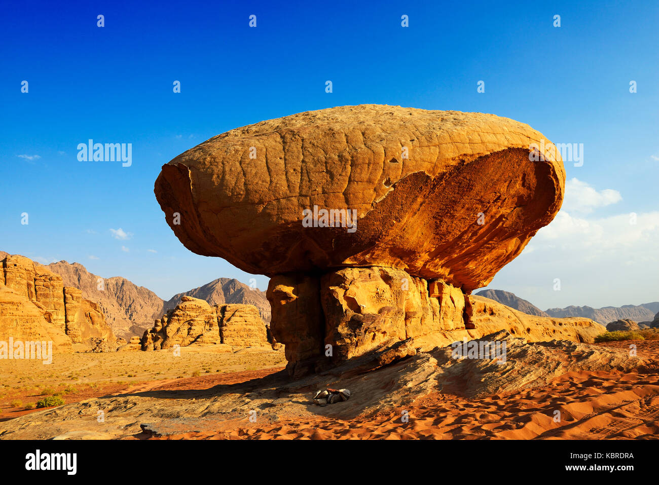 Mushroom-Rock, Al Fetra, Wadi Rum, Jordan - Stock Image