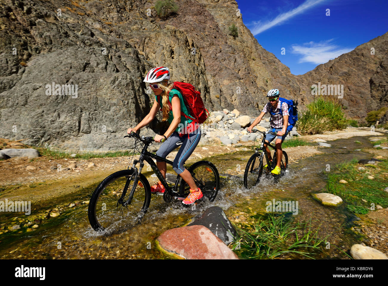Tourists with mountain bikes in the area of Feynan Ecolodge, Jordan - Stock Image