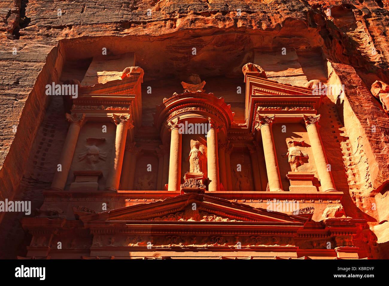 Khazne al Firaun, Al Khazneh treasury building, Petra, Wadi Musa, Jordan - Stock Image