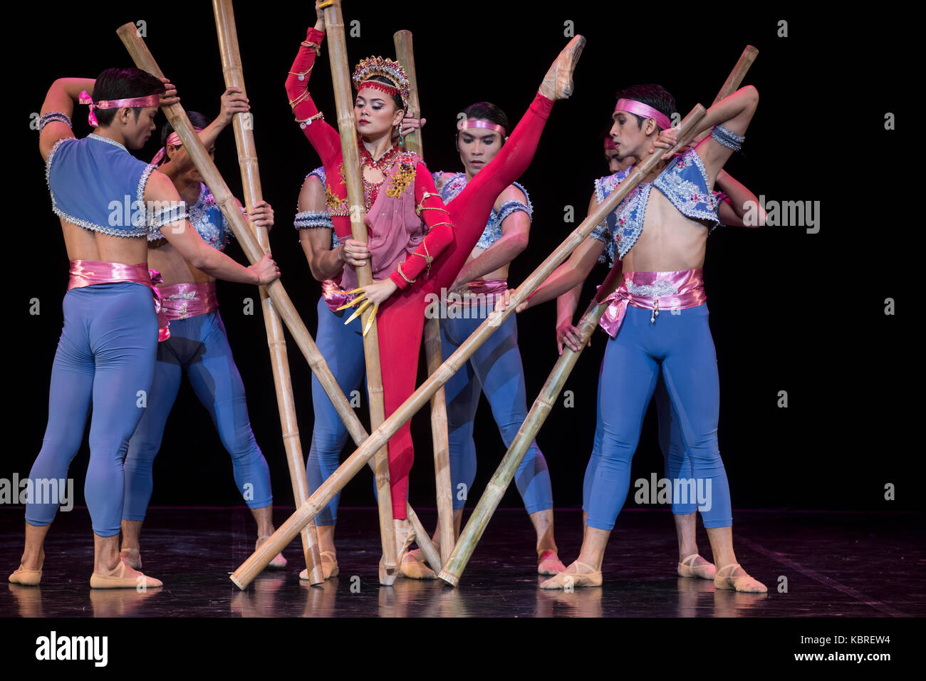 Performance of the dance group of the Philippines 'Ballet Manila' - Stock Image
