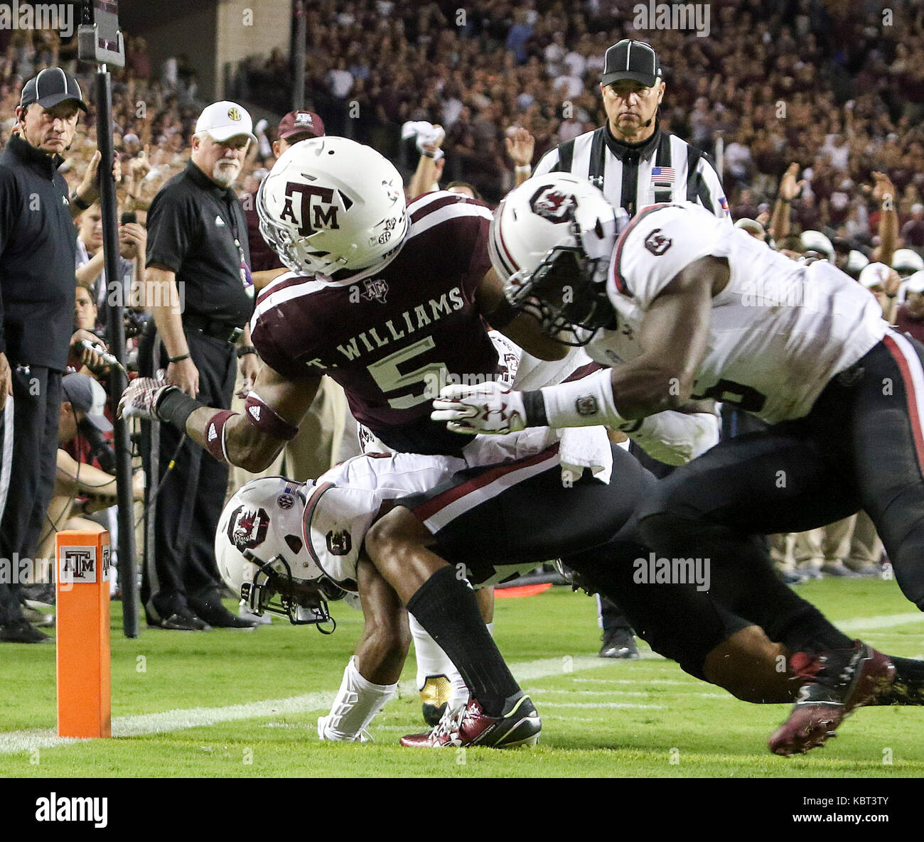September 30, 2017: Texas A&M Aggies running back Trayveon Williams (5) is stopped short of the goal line by - Stock Image