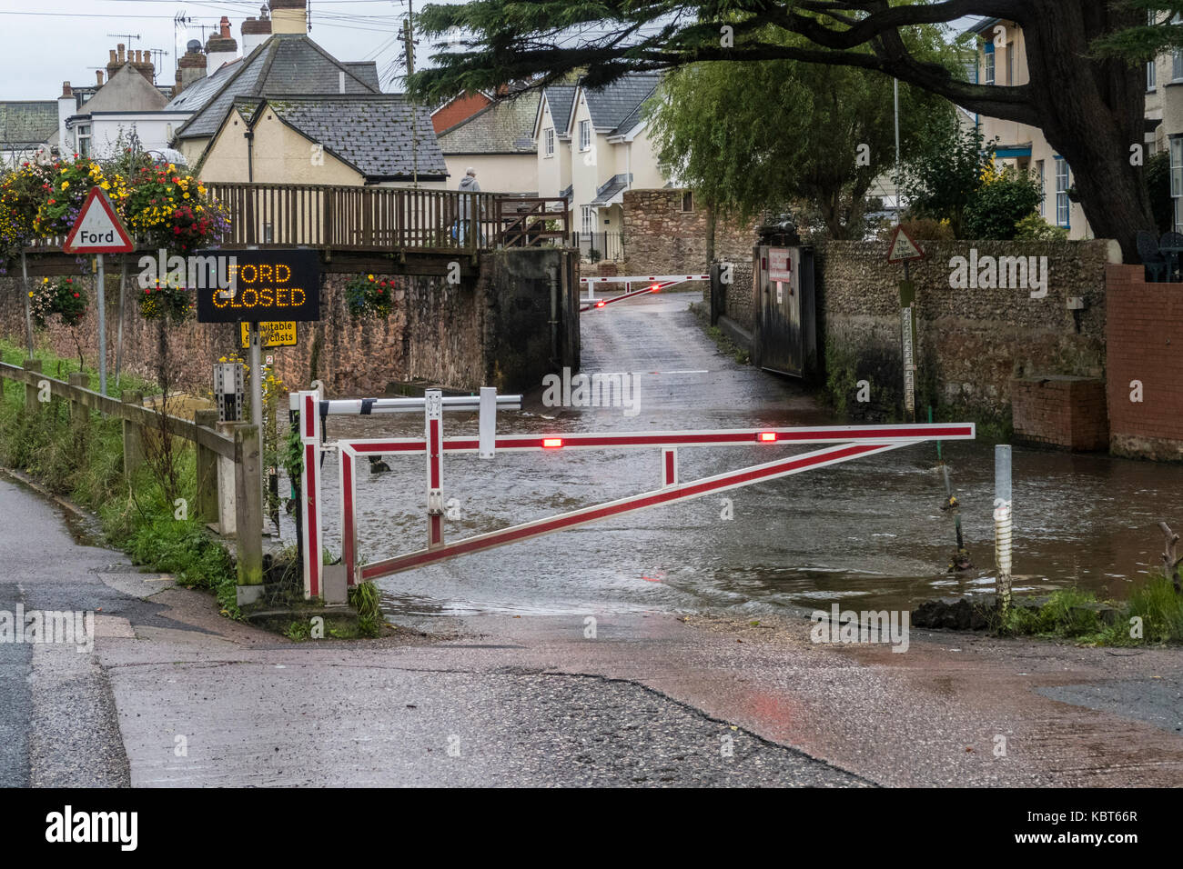 Sidmouth, Devon, 1st Oct 17 Heavy overnight rain brought rising levels in the River Sid at Sidmouth, and forced - Stock Image