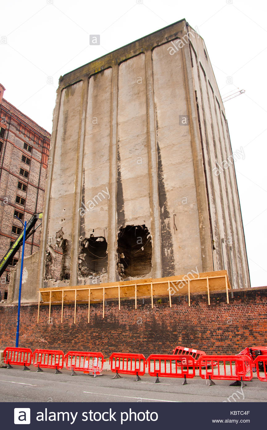 Demolition Work on the former White Tomkins & Courage Grain Silo has been halted after they discovered the building Stock Photo