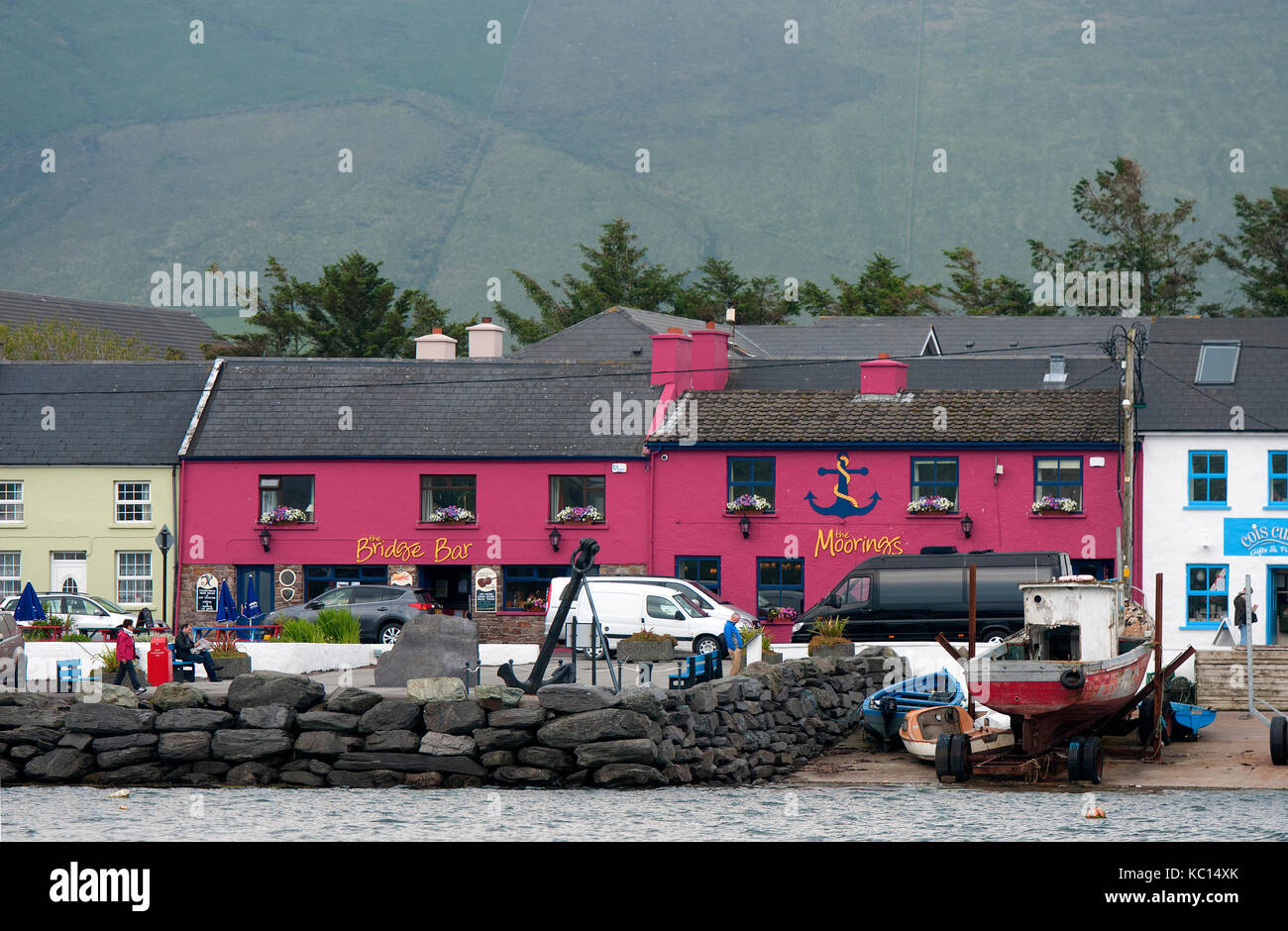 Bridge Bar and The Moorings guesthouse in Portmagee harbour, County Kerry, Ireland - Stock Image