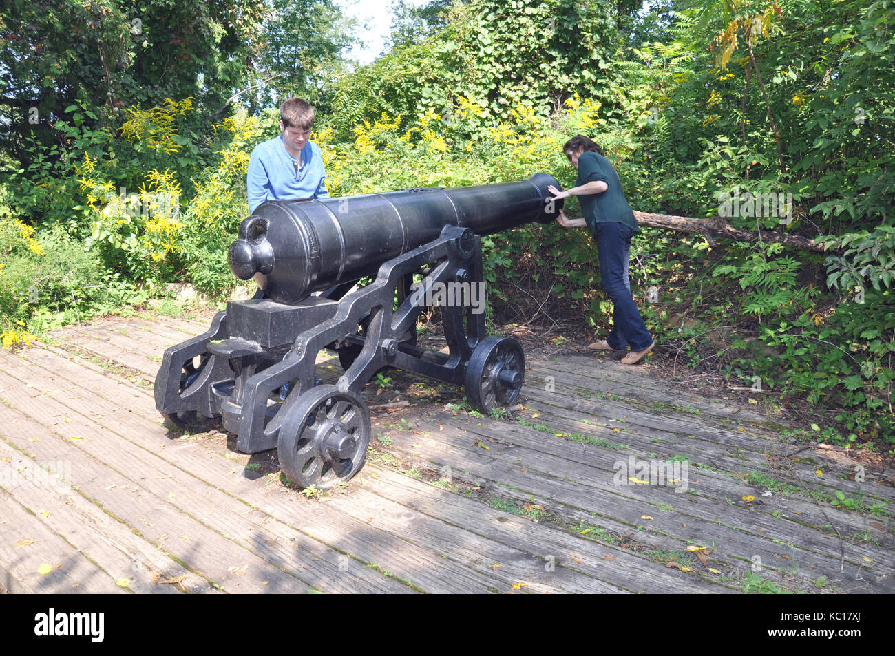 Visitors Inspecting a British Cannon at a Redoubt from the War of 1812 along the Niagara Falls Parkway in Ontario, - Stock Image