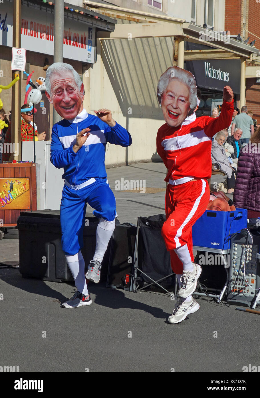 street entertainers imitating the queen and prince charles. - Stock Image