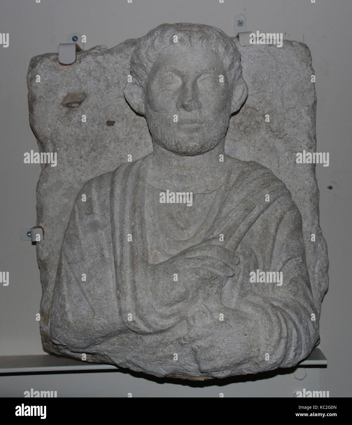 Funerary relief, ca. 200–273, Syria, probably from Palmyra, Limestone, 19 1/8 x 17 x 9 1/2 in. (48.6 x 43.2 x 24.1 - Stock Image