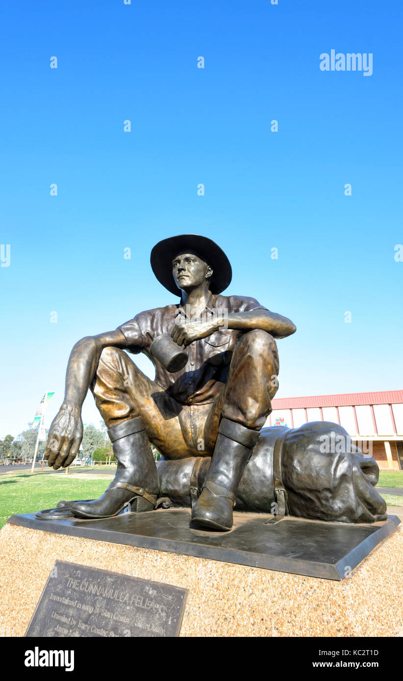 The Cunnamulla Fella statue, immortalised in song by Stan Coster and Slim Dusty, Cunnamulla, New South Wales, NSW, - Stock Image