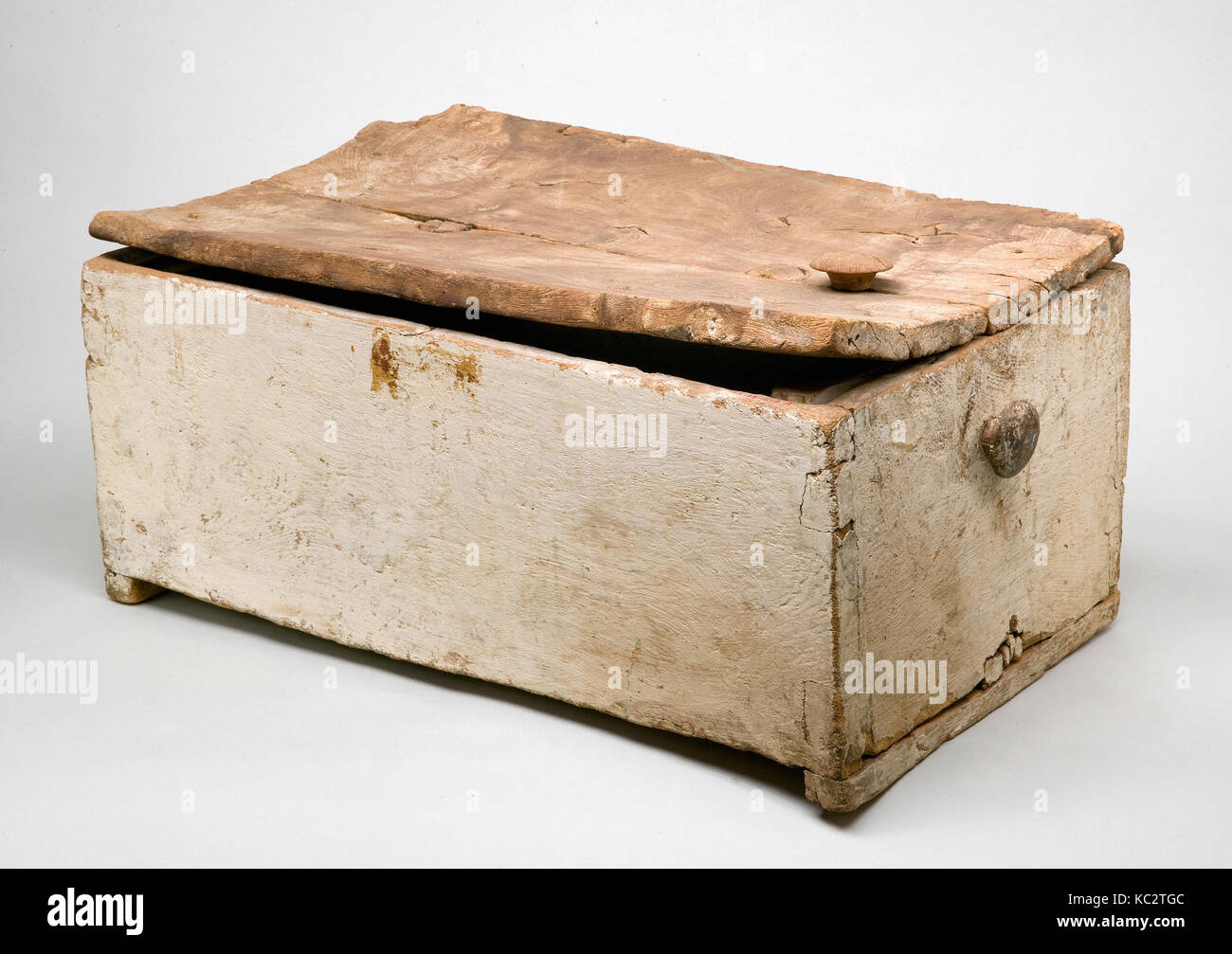 Linen Chest Reused as a Child's Coffin, ca. 1479–1400 B.C - Stock Image