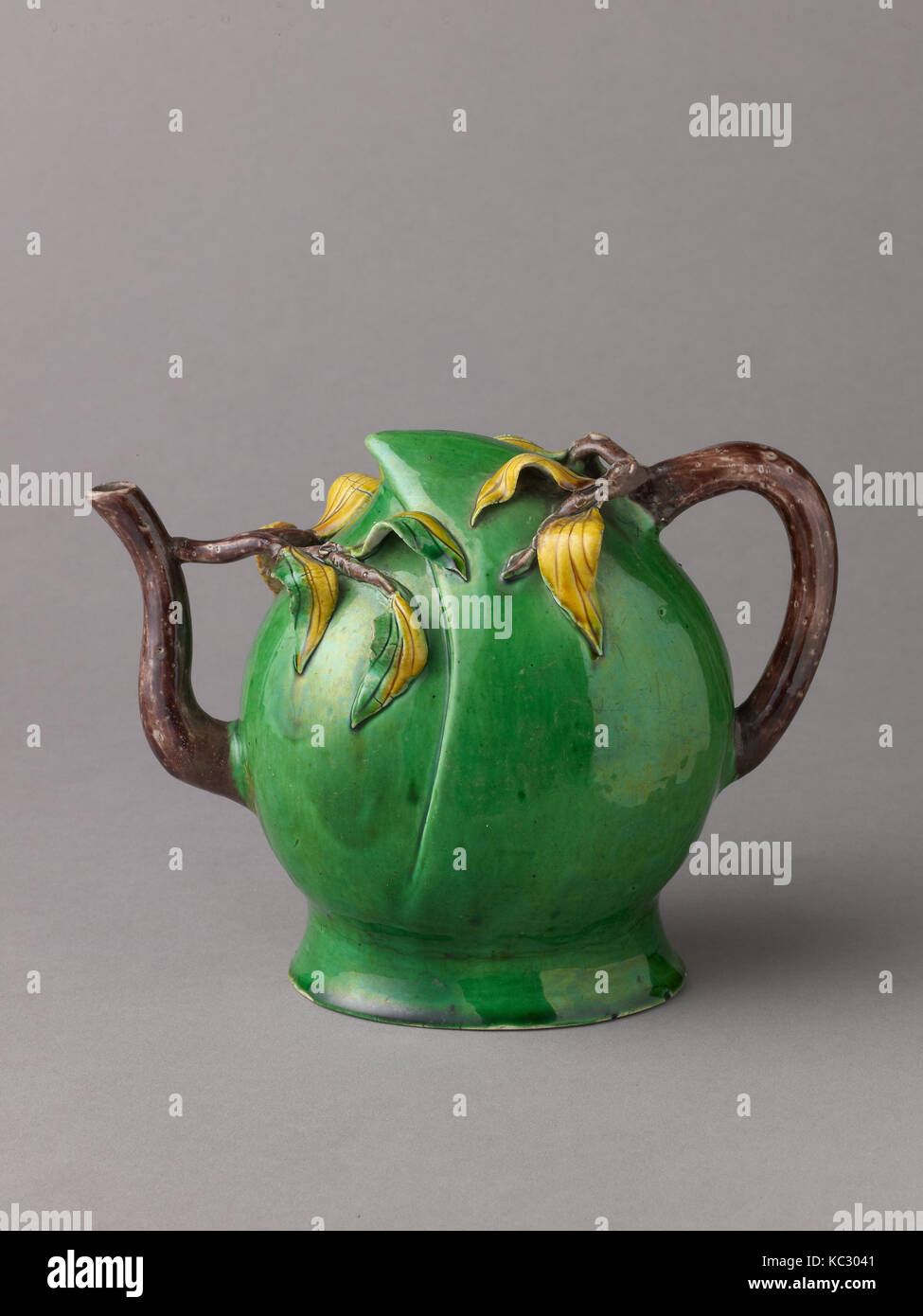 Peach-Shaped Wine Pot or Tea Pot, Chinese, Qing Dynasty, Later Transitional Period, ca. 1644–83 - Stock Image