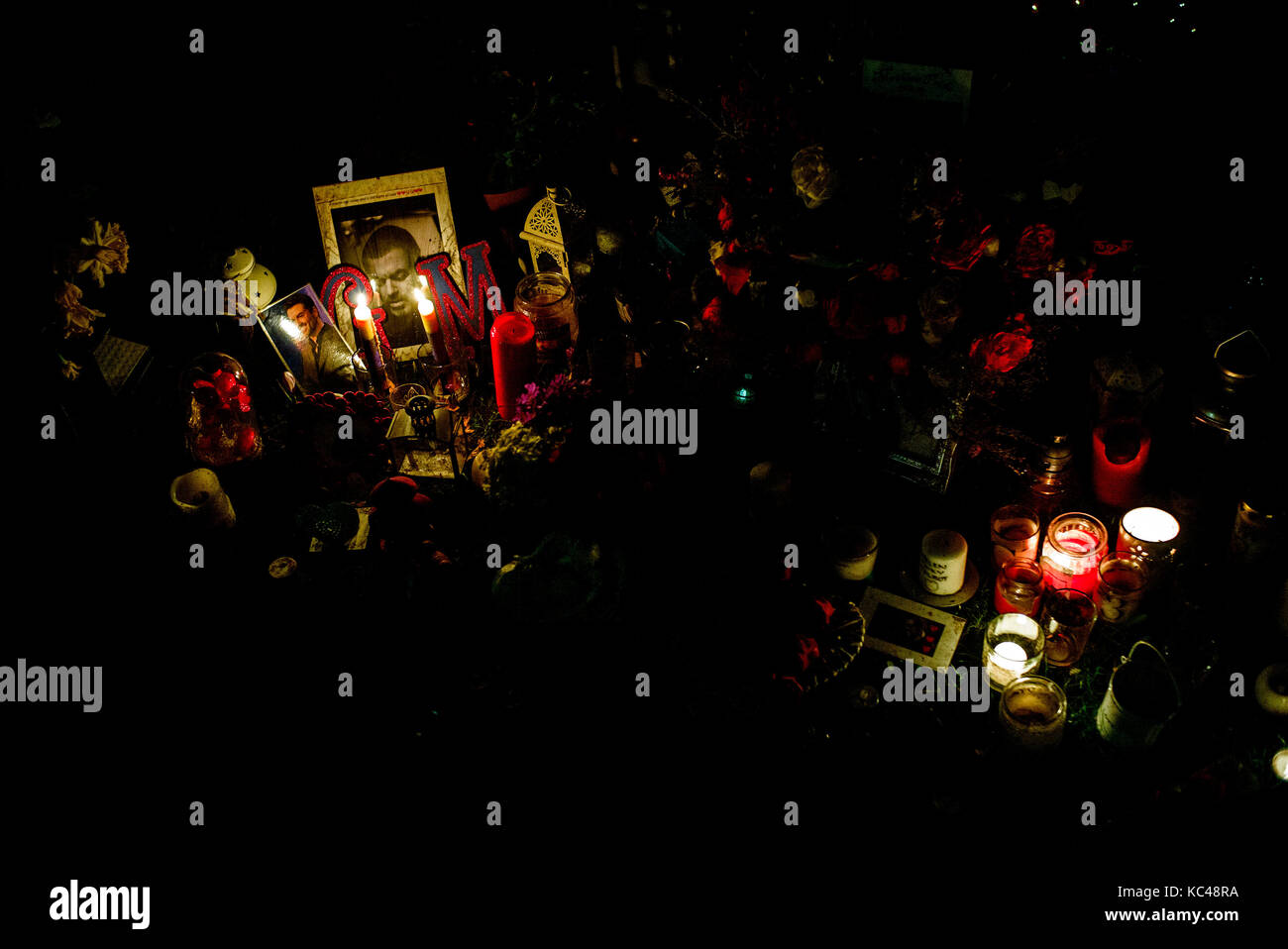 George michael memorial candle lit tributes in park opposite his house in Highgate London at night - Stock Image