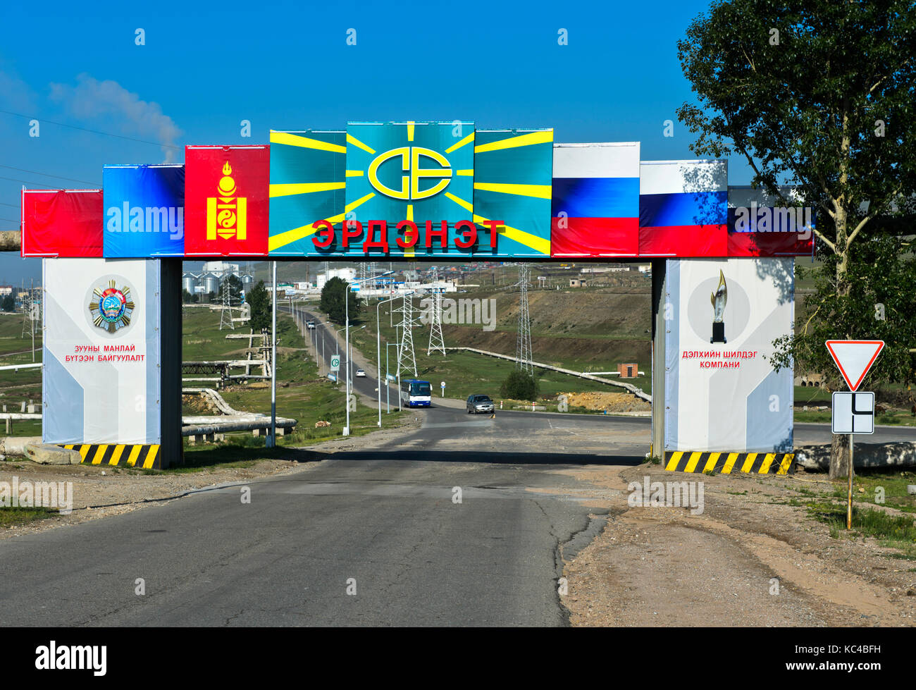Main gate with the Mongolian and Russian flags to the Mongolian-Russian joint venture Erdenet Mining Corporation - Stock Image