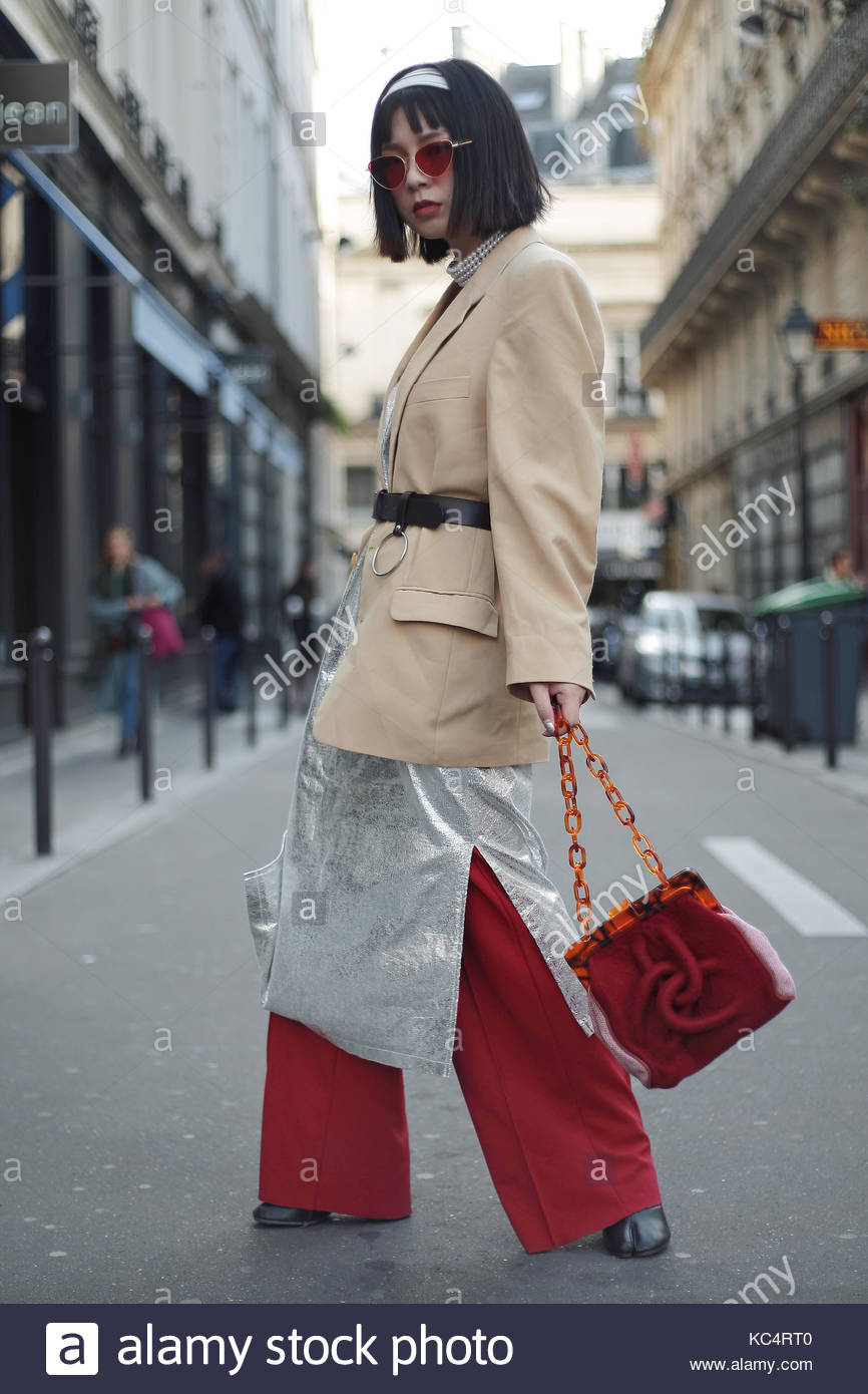 Street Style during Paris Fashion Week Spring Summer 2018 on Saturday 30th September 2017. Image shows Yoii Wang - Stock Image