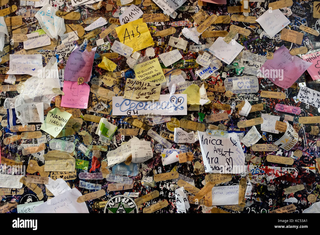 Graffiti and Notes with good wishes at the Casa di Giulietta, Juliet's House, Verona, Venice, Italy, Europe - Stock Image