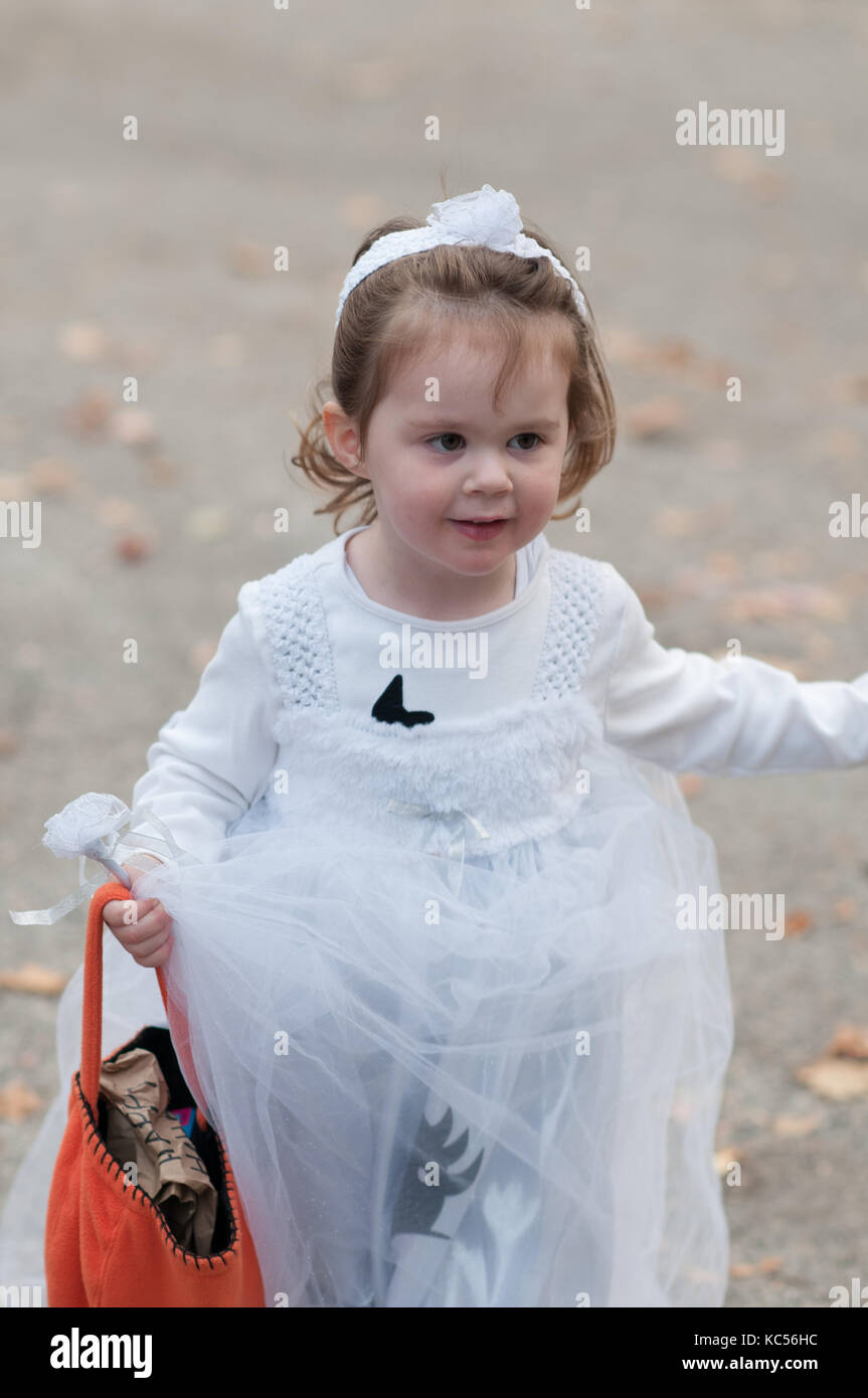 View of Little girl in ghost costume having fun at Halloween trick or treat - Stock  sc 1 st  Alamy & Child Ghost Costume Stock Photos u0026 Child Ghost Costume Stock Images ...