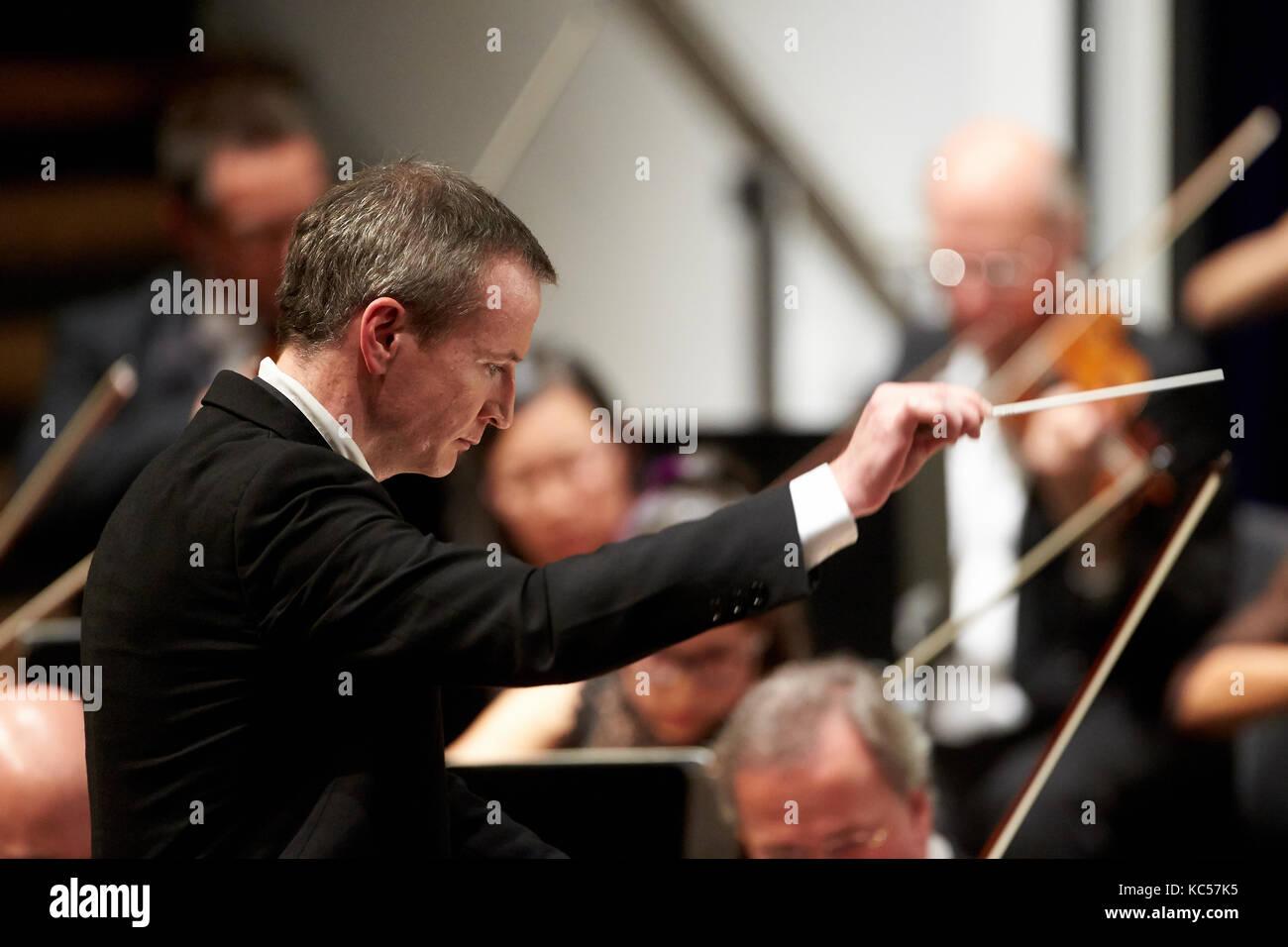 Principal Conductor Garry Walker conducts, Staatsorchester Rheinische Philharmonie, Rhein-Mosel-Halle, Koblenz Stock Photo