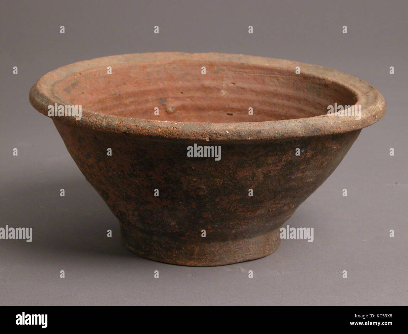 Bowl, 4th–7th century, Made in Kharga Oasis, Byzantine Egypt, Coptic, Earthenware, H: 3 1/2in. (8.9cm); Diameter: - Stock Image