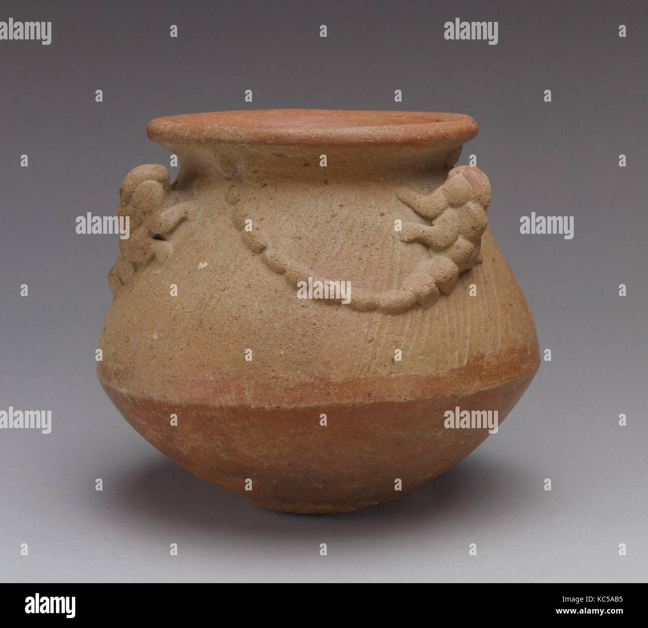 Bowl with Lizards, 1st–5th century, Costa Rica, Atlantic Watershed, Ceramic, H x Diam.: 5 1/4 x 5 3/4 in. (13.3 - Stock Image