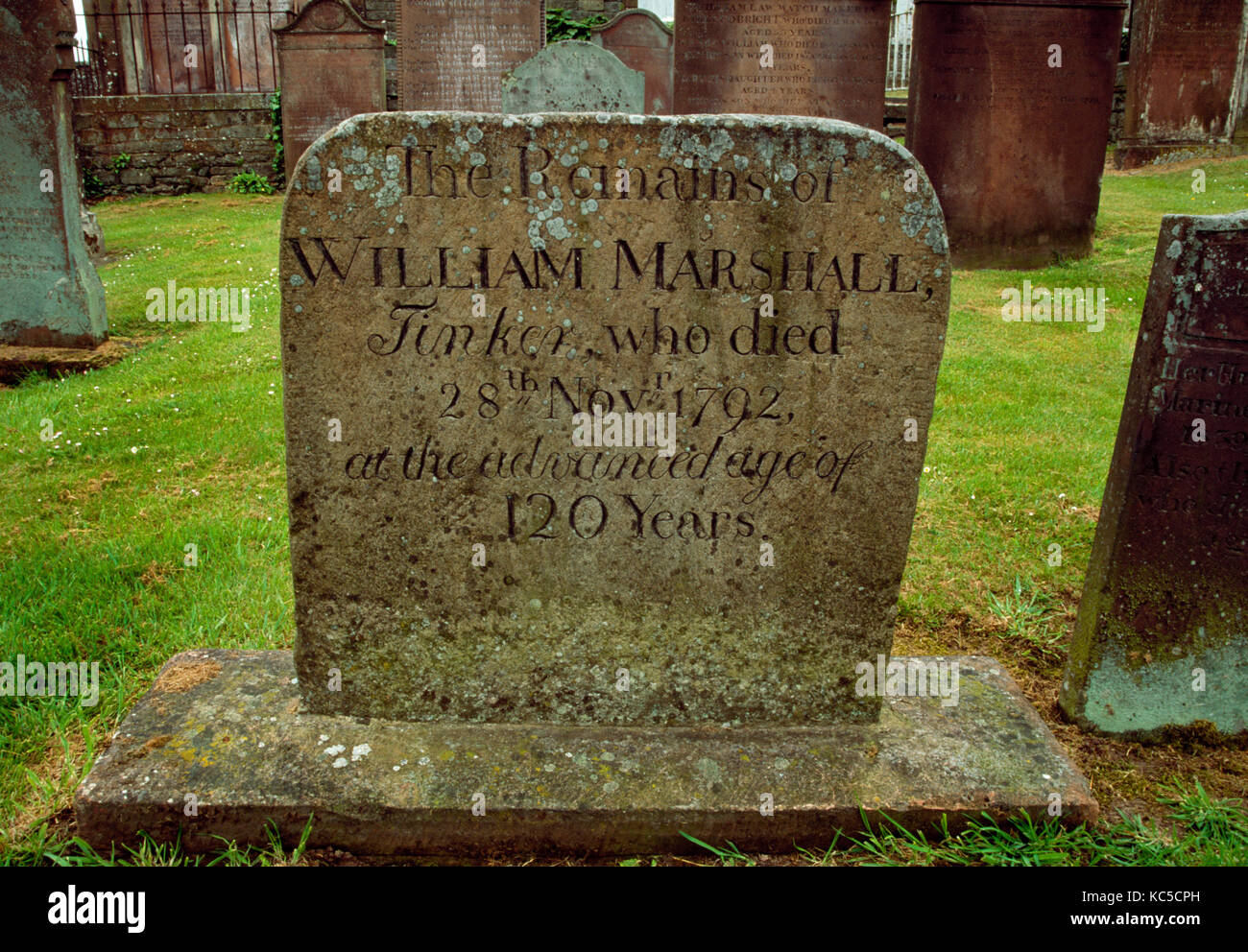 Headstone to 'William Marshall, Tinker, who died 28th November 1792, at the advanced age of 120 Years'. - Stock Image